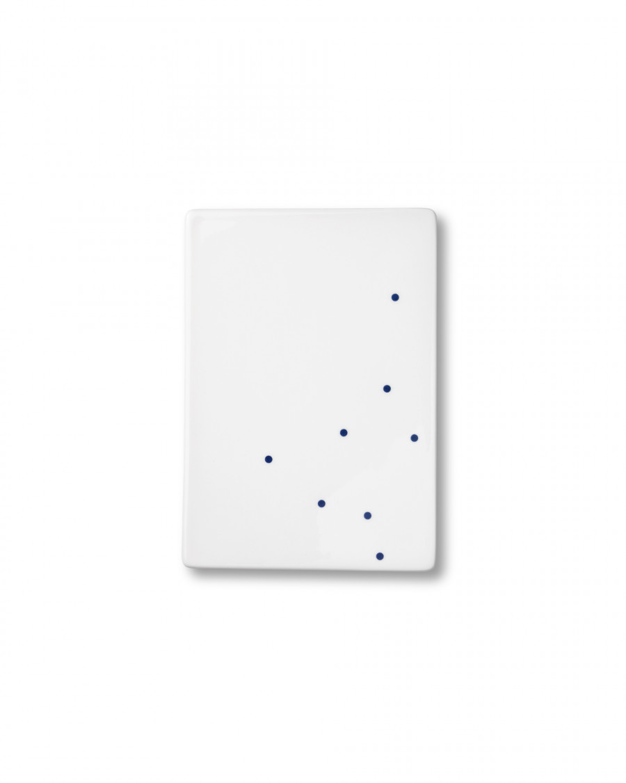 Ruth M tile dot-blue small